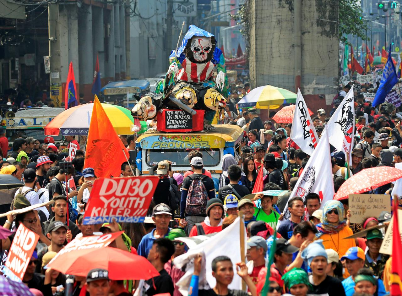 Protesters display placards and effigy during a National Day of Protest outside the Malacanang presidential palace in metro Manila, Philippines September 21, 2017. REUTERS/Romeo Ranoco